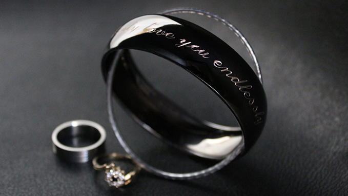 Engraving on bracelets